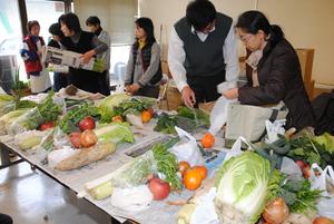 野菜で避難者支援、地域住民と交流も