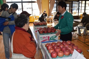 ▲贈答用リンゴ販売