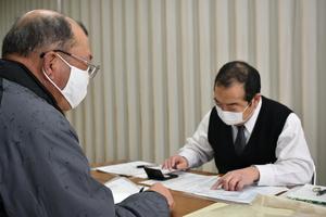 ▲参加者�の相談に応じる税理士