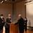 ▲河崎審査委員長�から金賞を受賞した高山計明さん(左から2人目)に表彰状が授与されました