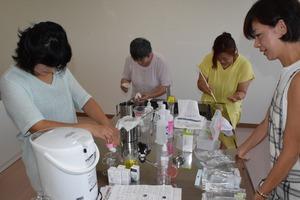 ▲化粧水作り