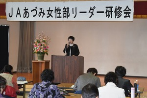 ▲あいさつをする武田智惠子女性部長