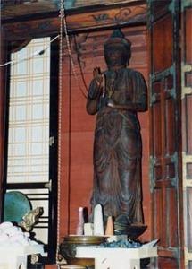 また、同寺の記念行事に合わせて昨年、聖観音菩薩像を開帳した。痛みが激しく数年前に修復したが、一般に公開したのは嘉永2年(1849年)以来150年ぶりのことだった。