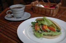 サンドイッチとコーヒーの店 カフェジャルダン
